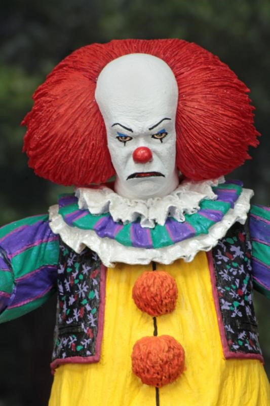 NECA IT Classic: Ultimate Pennywise the Clown (1990 Miniseries) 7